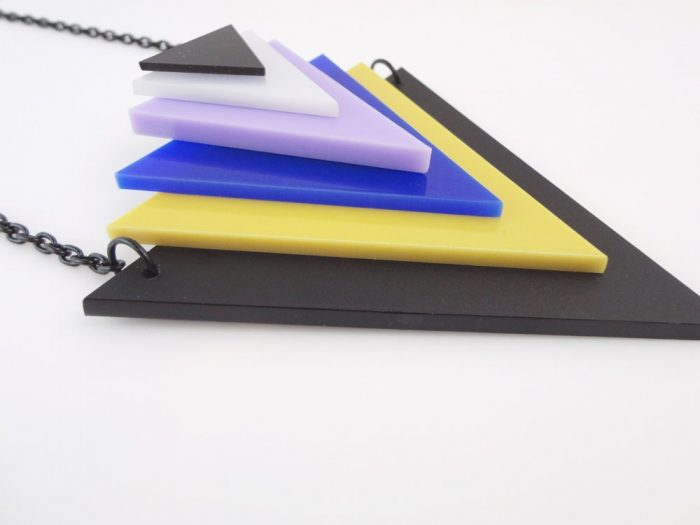 collana triangolare acrilico