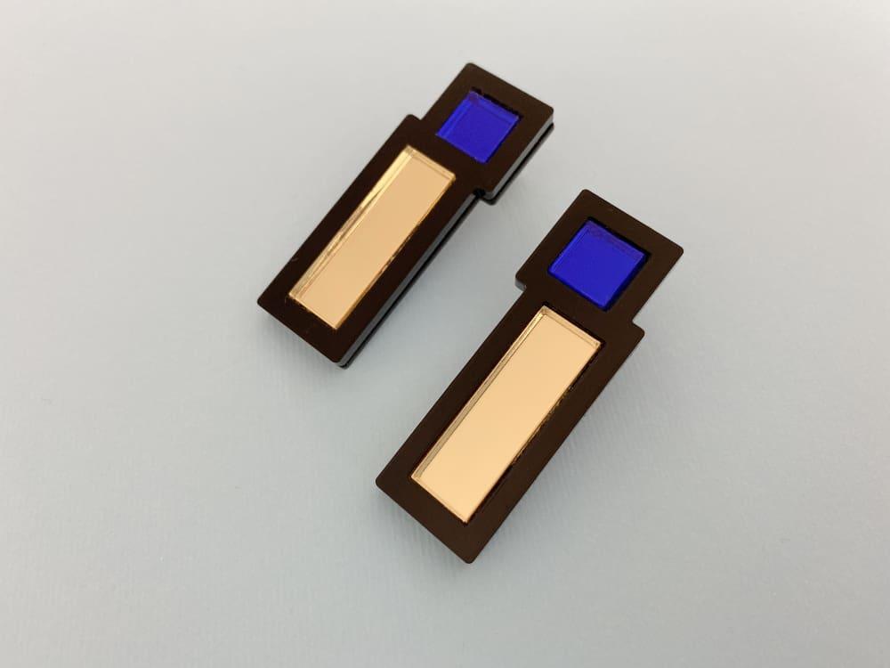 very light design stud earrings