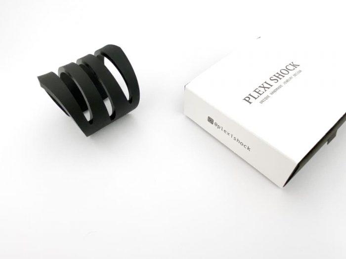 minimalistic thick bracelet by plexi shock