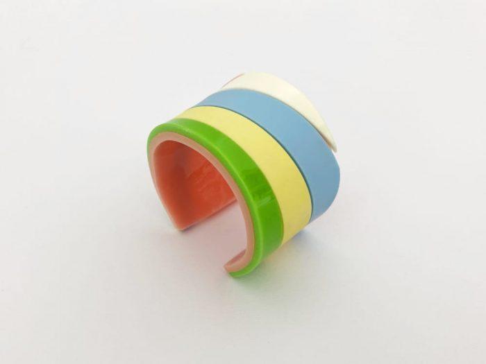 bracciale acrilico arcobaleno